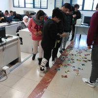 estudiants de CFGM fent el taller
