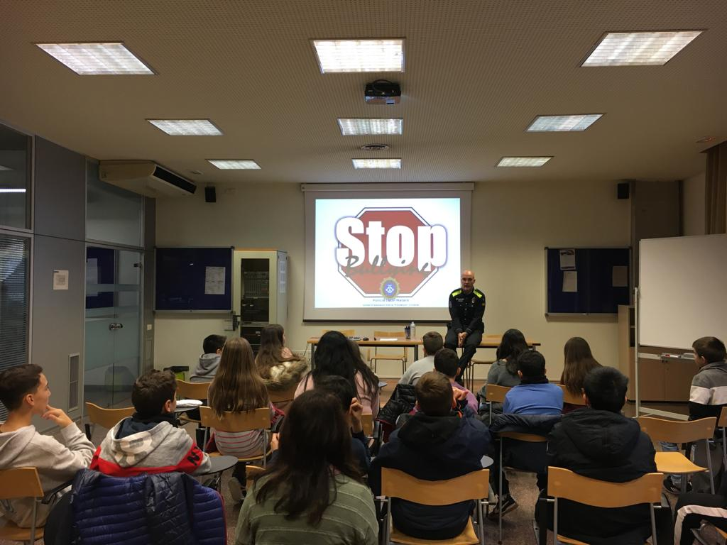 Els alumnes de 1r ESO van anar a una xerrada sobre l'assetjament escolar